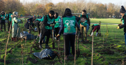 9,000 new trees are planted to mark National Tree Week by Newham residents, community groups and volunteers from across the capital.